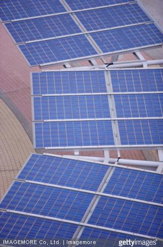 Les panneaux solaires sont une des solutions pour avoir une maison écologique.