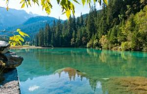 Courchevel ete lac de montagne