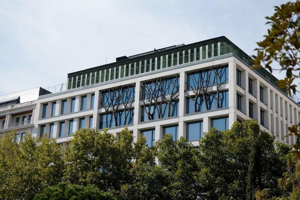 Un immeuble vitré et écologique