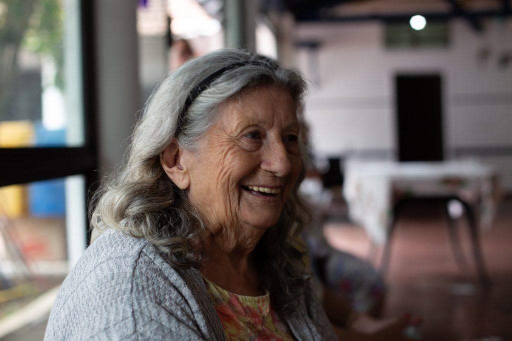 résidence senior à brest avec femme âgée qui sourit